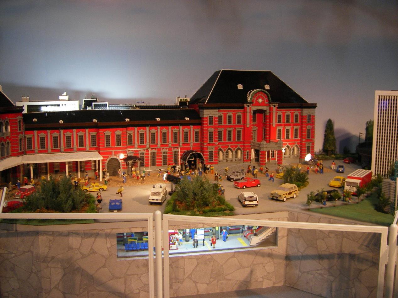 東京駅と丸の内線の駅