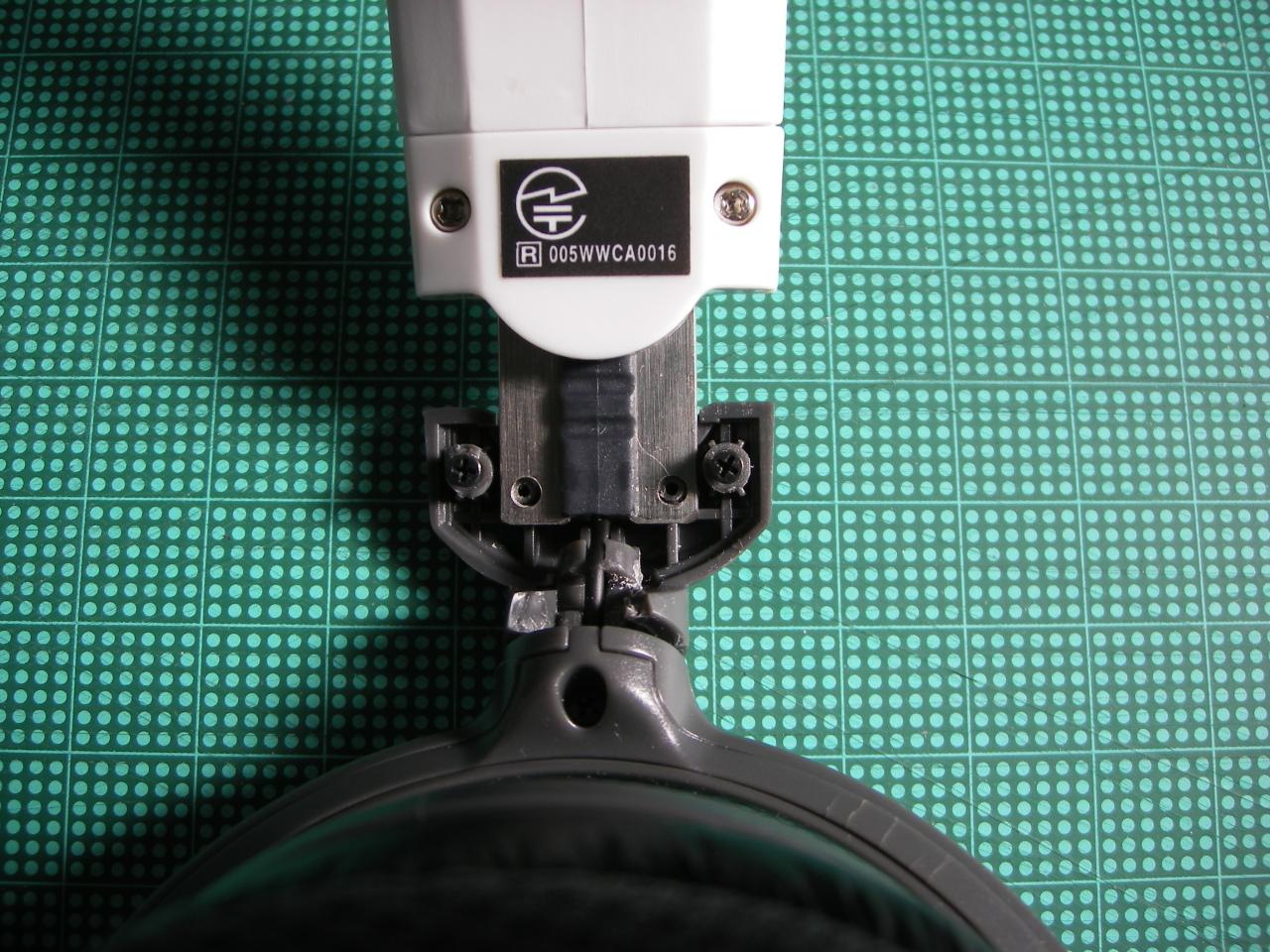 スライドレールの固定部分。5mmくらいしかない